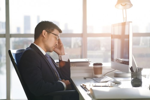 Vietnamese business executive fell asleep at his workplace